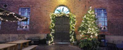 Wollaton-Christmas-Decoration-Outdoors_Hero-Narrow